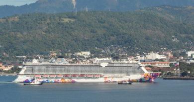 Cruise Ship World Dream year-end Subic Visit